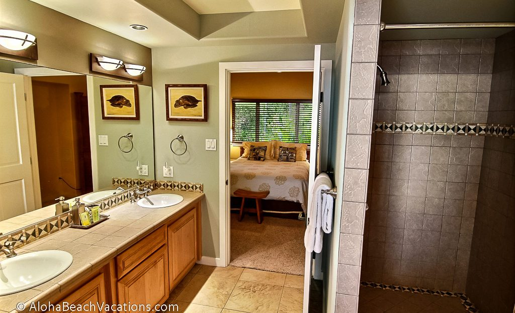 6 private bathrooms in kona hawaii vacation home