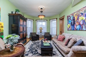 Chicago Guest House | Vacation Rentals Near Wrigley Field | Lakeview Wrigleyville