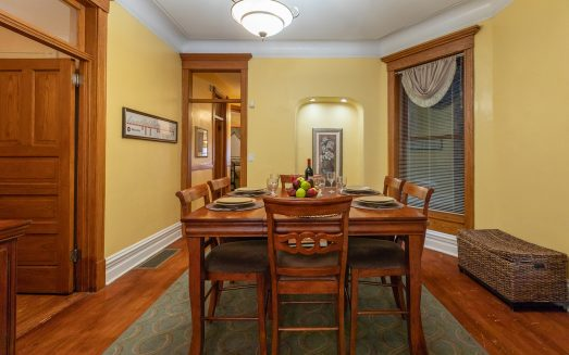 Dining Room (2)__The Wrigley Flats_Wrigleyville Vacation Rentals_TheWrigleyFlats.com